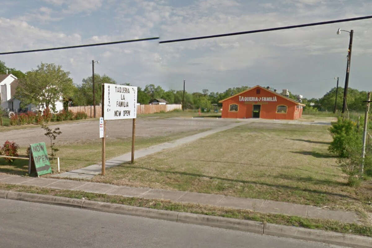 TAQUERIA LA FAMILIA: 680 GILLETTE BLVD San Antonio , TX 78221 Date: 10/22/2015 Demerits: 14Highlights: Protect food from cross contamination by separating raw animal foods during prep process, stop using household pest control, tortillas may not be stored in plastic bags.
