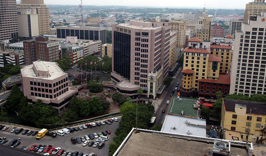Is the Decade of Downtown happening? There are hopeful signs. Photo: Express-News File Photo / San Antonio Express-News