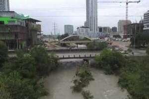 2 dead, homes, schools damaged as 'historic' floods sweep Texas - Photo