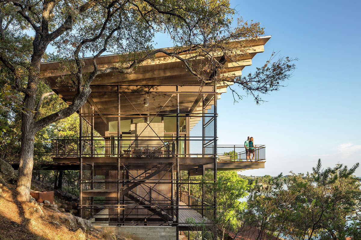Lake Flato Architects won a 2015 AIA Honor Award (the highest award) for the Blue Lake Retreat.