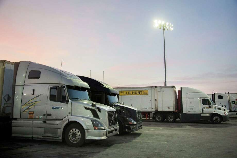J.B. Hunt Transport Services, one of the largest trucking companies in the United States, trades at a much higher price relative to earnings than its rival Swift Transportation. Photo: KC McGinnis /New York Times / NYTNS