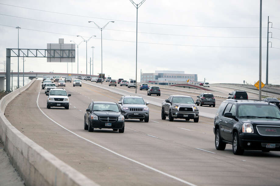 Traffic makes its way along the Sam Houston Tollway near Texas 249 on Oct. 30. Photo: Cody Duty, Staff / © 2015 Houston Chronicle