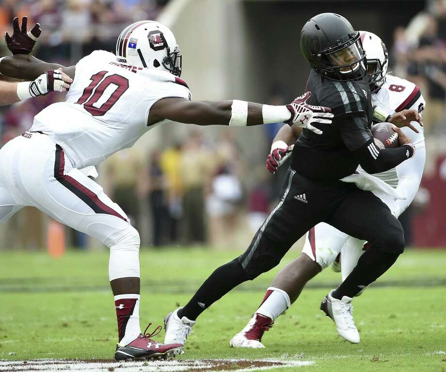 Kyler Murray, escaping South Carolina's Skai Moore (left), threw for 223 yards and ran for 156 in Texas A&M's victory at Kyle Field. Photo: Eric Christian Smith / Getty Images / 2015 Getty Images