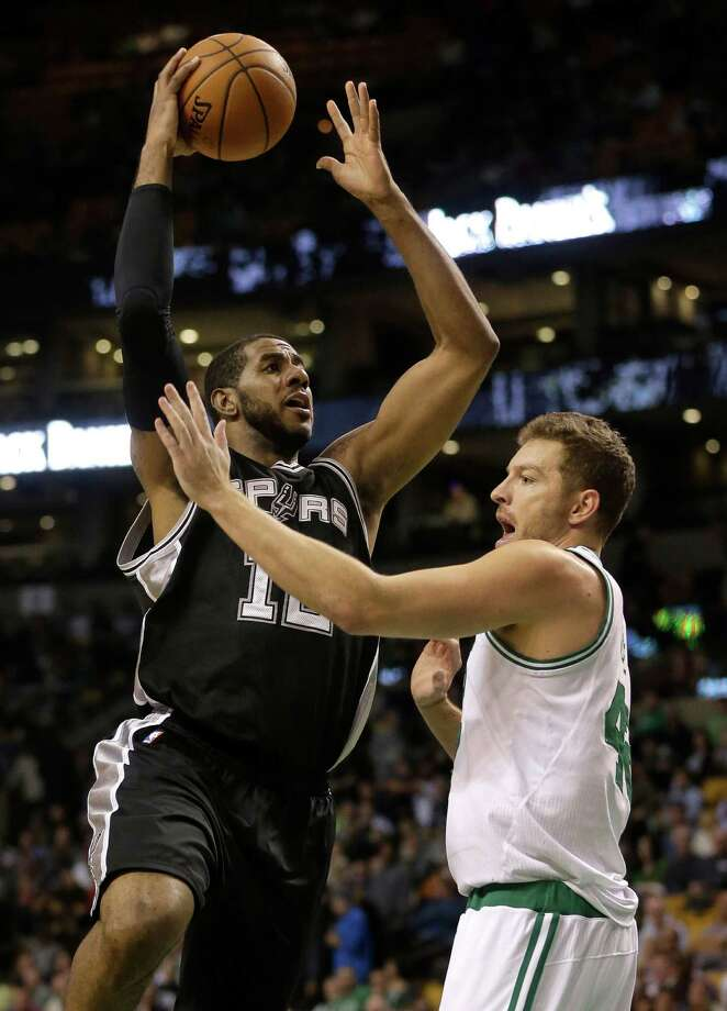 2806 x 3900~~$~~San Antonio Spurs forward LaMarcus Aldridge, left, shoots past Boston Celtics forward David Lee, right, in the first quarter of an NBA basketball game Sunday, Nov. 1, 2015, in Boston. Photo: Steven Senne, AP / AP