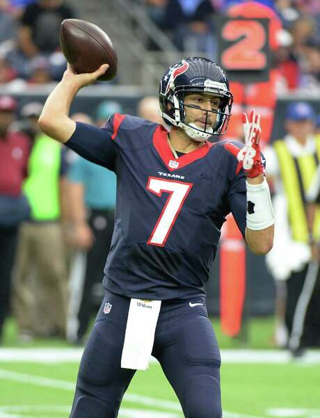 Houston Texans quarterback Brian Hoyer throws a pass against the Tennessee Titans during the first half. Photo: George Bridges /Associated Press / FR171217 AP