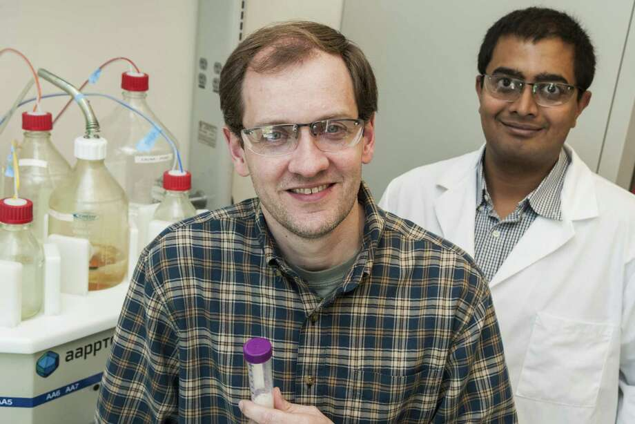 Rice University researchers Jeffrey Hartgerink, left, and Vivek Kumar led research that combines a derivative of snake venom with a nanofiber hydrogel to promote blood clotting in wounds, even in patients taking anti-coagulant medications. Photo: Jeff Fitlow / Rice University / Rice University