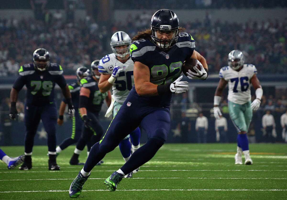 Wide receivers/tight ends: While Luke Willson scored the game's lone touchdown, Jimmy Graham continued to be the Hawks' top target, catching seven passes for 75 yards. Tyler Lockett continued to work his way into the receiver rotation, though he dropped a third-down pass early. Doug Baldwin was steady, while Jermaine Kearse was a non-factor. Grade: B