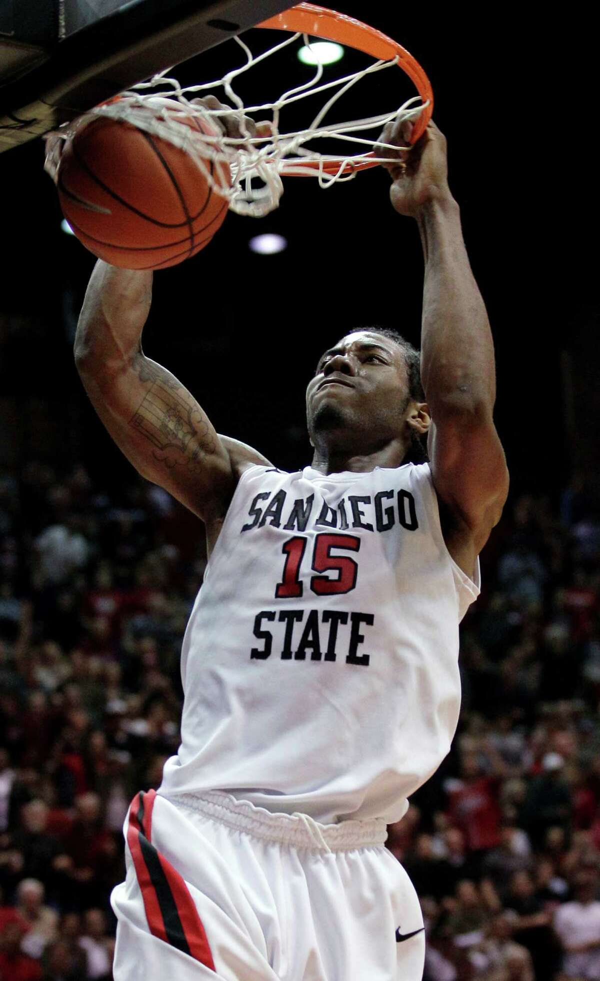 San Diego State's Kawhi Leonard dunks against New Mexico during the first half in 201l.