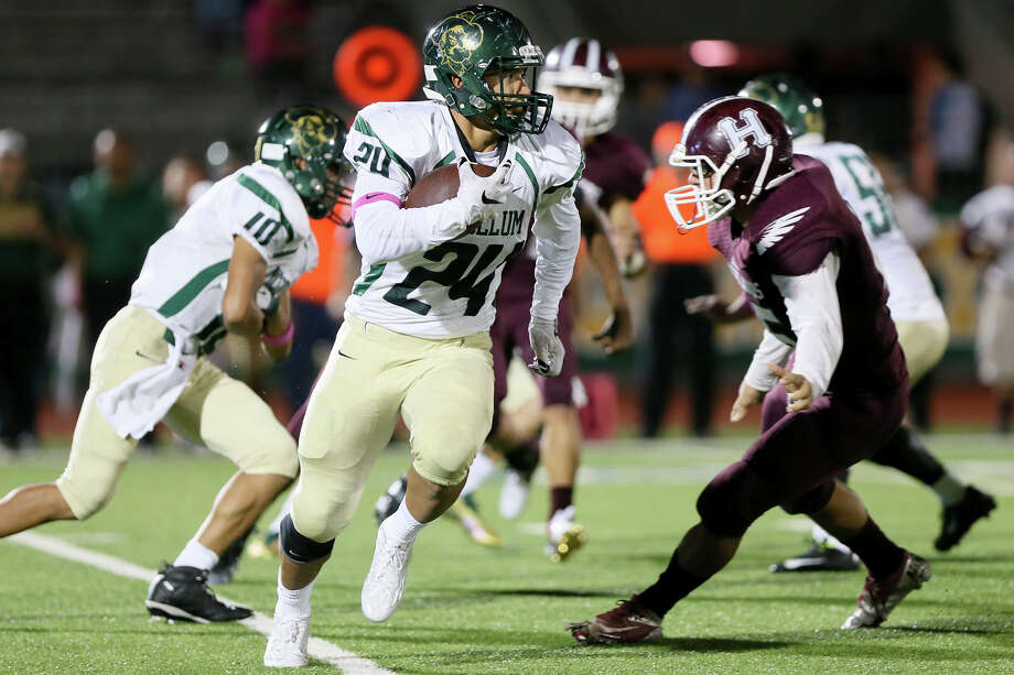 McCollum running back Mike Ramirez (24) looks for running room during the first half of their District 28-5A game with Highlands at Alamo Stadium on Oct. 22, 2015. Highlands beat McCollum 32-14. Photo: Marvin Pfeiffer /San Antonio Express-News / Express-News 2015