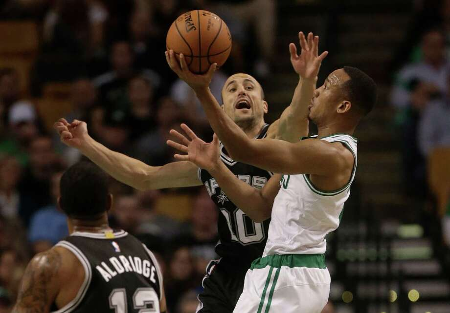 San Antonio Spurs guard Manu Ginobili, of Argentina, center, tries to block Boston Celtics guard Avery Bradley, right, in the first quarter of an NBA basketball game Sunday, Nov. 1, 2015, in Boston. (AP Photo/Steven Senne) Photo: Steven Senne, STF / Associated Press / AP