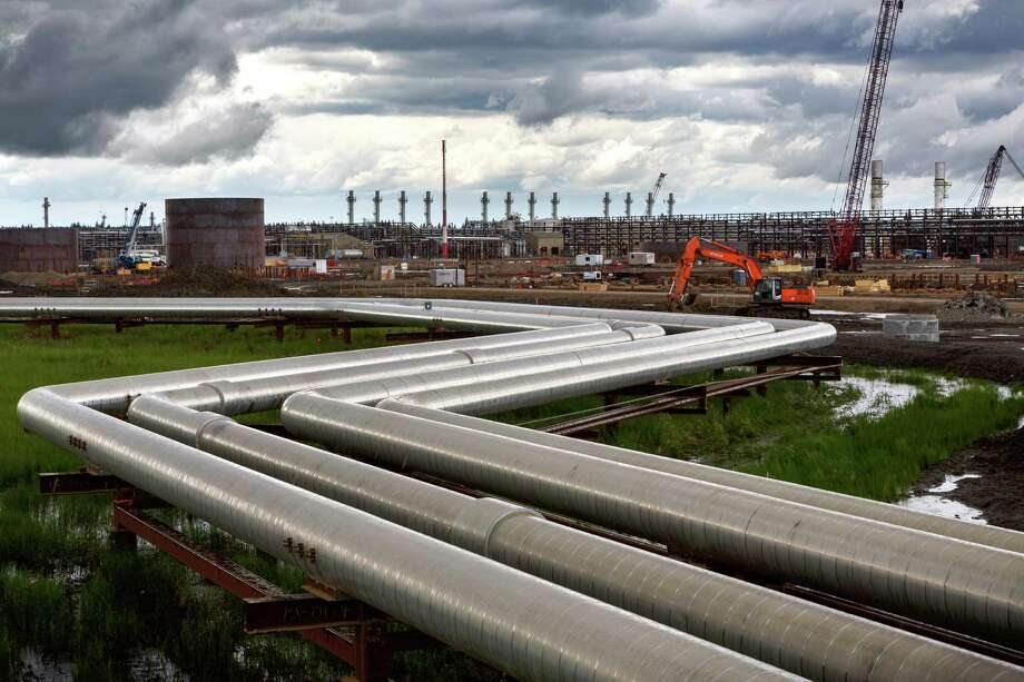 Pipes carry hot steam to well heads at Cenovus Energy's oil sands operation in Christina Lake, Alberta. Canadian oil companies had embarked on a race to develop cleaner technologies to make their production less damaging to the environment. Photo: New York Times File Photo / NYTNS