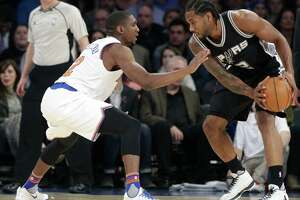 New York Knicks' Langston Galloway, left, defends San Antonio Spurs' Kawhi Leonard (2) during the first half of an NBA basketball game Monday, Nov. 2, 2015, in New York. (AP Photo/Frank Franklin II)