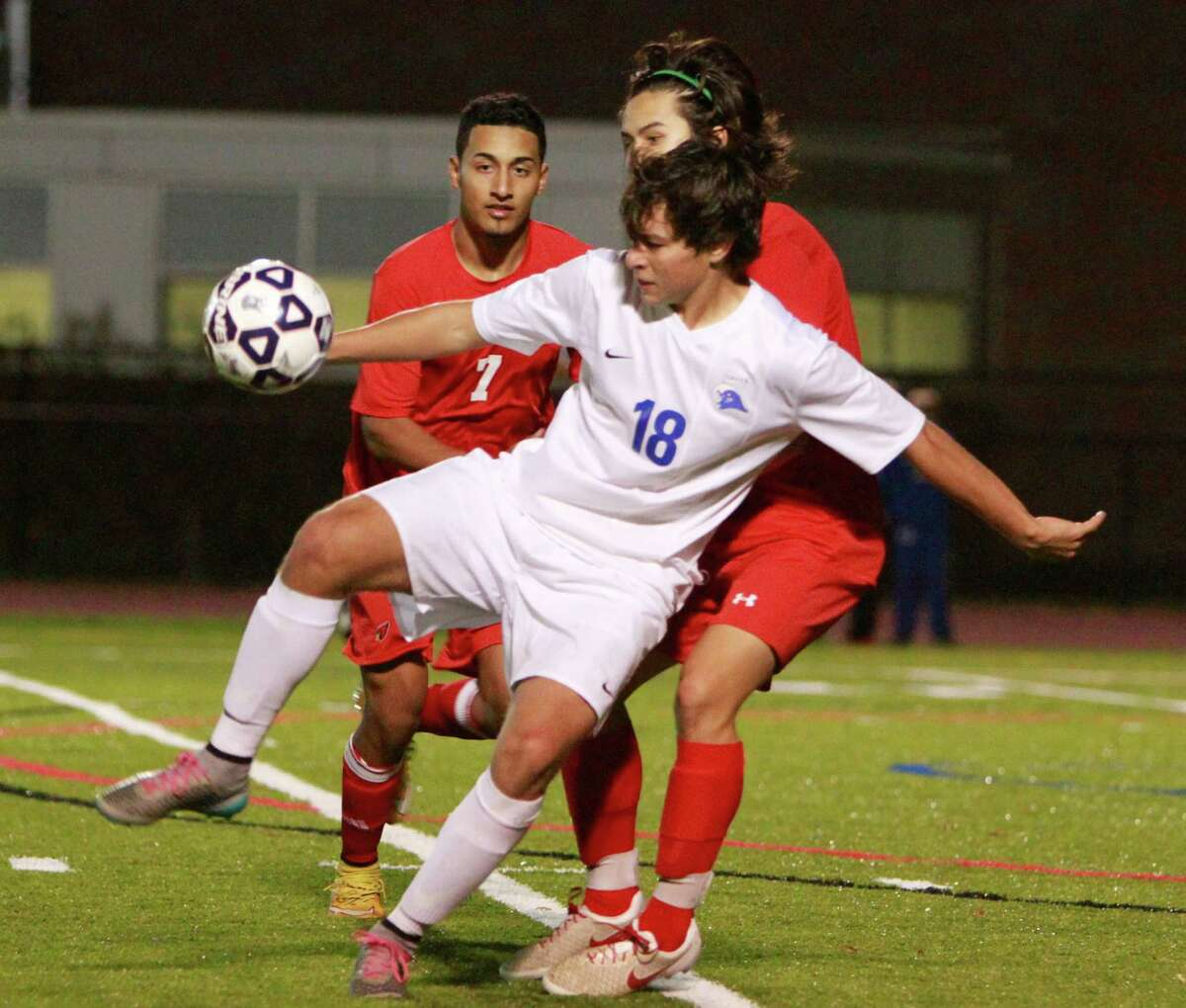 Darien's Pablo Martinez gains control of the ball under pressure from Greenwich's Sebastian oe on Monday.