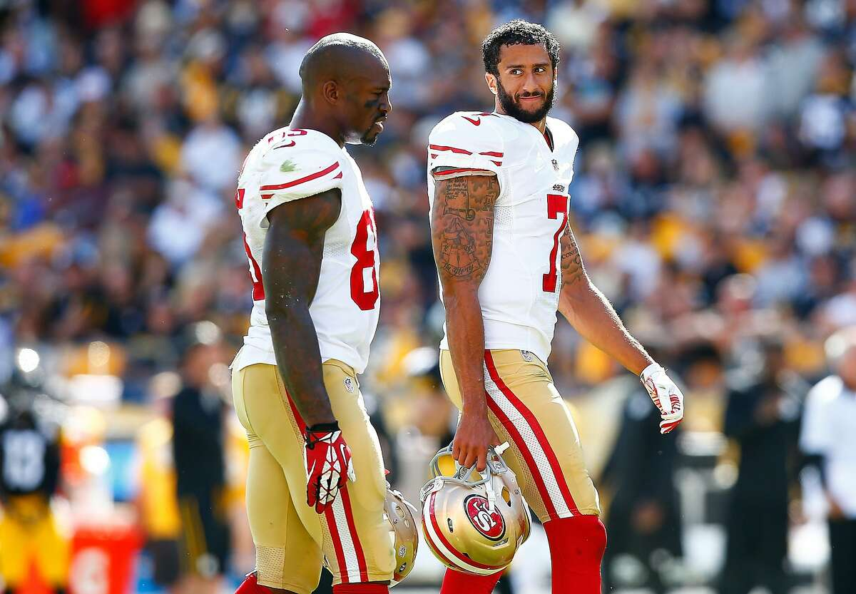Colin Kaepernick #7 and Vernon Davis #85 of the San Francisco 49ers talk during a timeout against the Pittsburgh Steelers during the game at Heinz Field on September 20, 2015 in Pittsburgh, Pennsylvania.