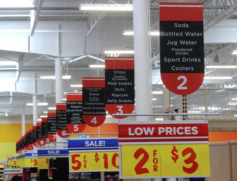 Who has the cheaper Thanksgiving fare?Scroll through the gallery to see price comparisons between popular Thanksgiving items at H-E-B and Kroger. Photo: Jake Daniels / ©2015 The Beaumont Enterprise/Jake Daniels