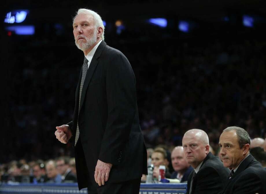 Spurs head coach Gregg Popovich watches his team play during the first half against the Knicks on Nov. 2, 2015, in New York. Photo: Frank Franklin II /Associated Press / AP