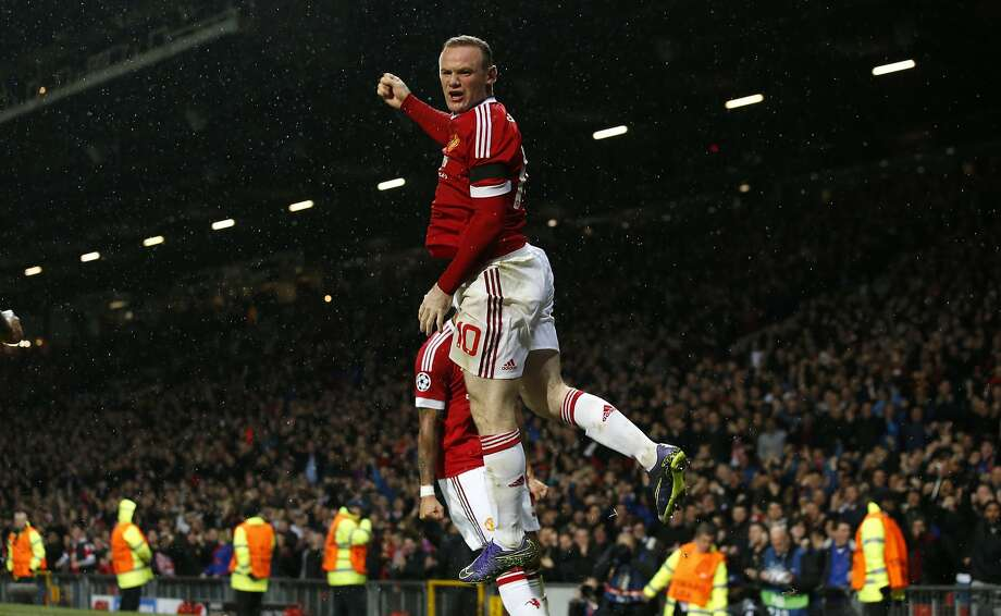 Manchester United's Wayne Rooney celebrates after heading in the only goal of his team's win. Photo: Jon Super, Associated Press