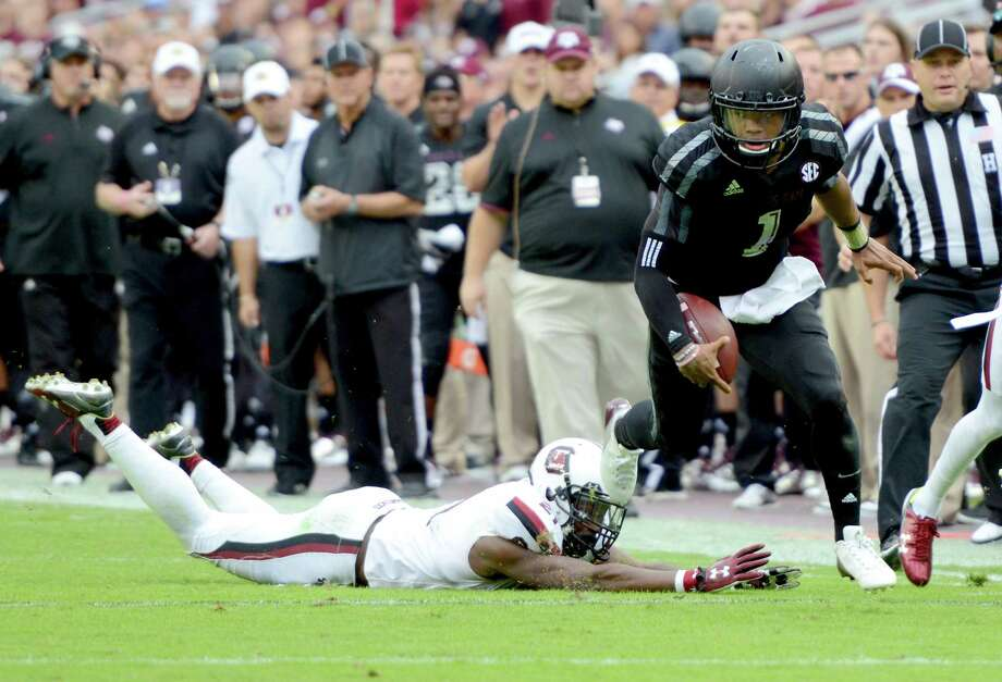 Texas A&M quarterback Kyler Murray teps out of a tackle by South Carolina's Isaiah Johnson to pick up a first down during the second quarter against South Carolina. Photo: Sam Craft /Bryan-College Station Eagle / The Bryan-College Station Eagle