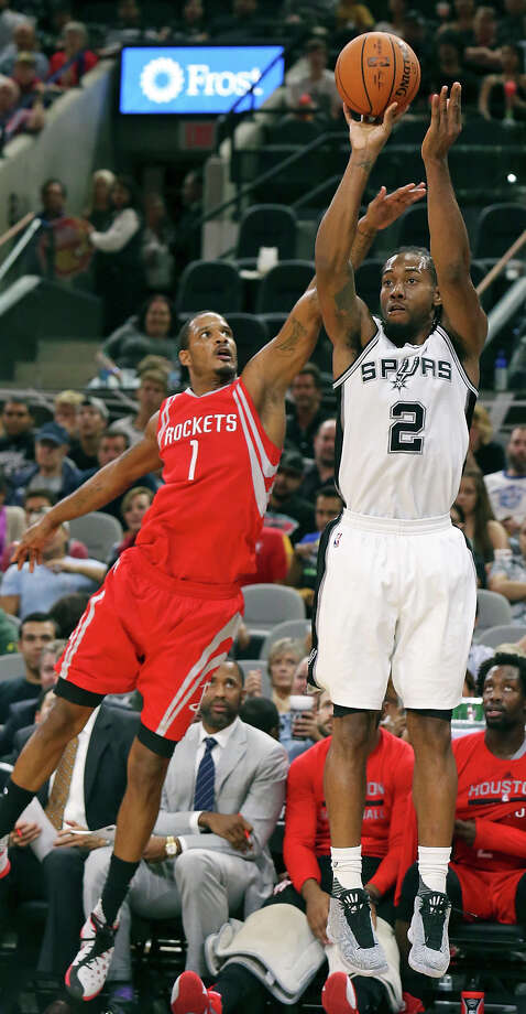 San Antonio Spurs' Kawhi Leonard shoots around Houston Rockets' Trevor Ariza during second half action Friday Oct. 23, 2015 at the AT&T Center. The Spurs won 111-86. Photo: Edward A. Ornelas, Staff / San Antonio Express-News / © 2015 San Antonio Express-News