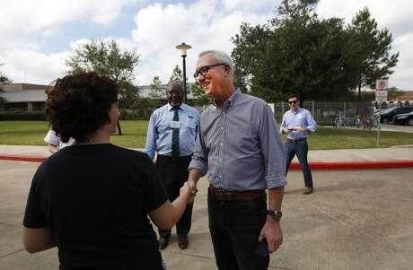 El ex congresista Chris Bell fue uno de los primeros candidatos a la alcaldía de Houston en reconocer su derrota.
