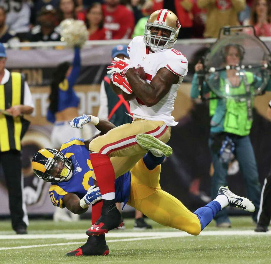 Vernon Davis had six catches for 24 yards in his final games with the 49ers, a 27-6 loss to the Rams on Sunday. Photo: Chris Lee / Associated Press / St. Louis Post-Dispatch