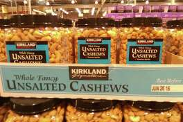 Costco 2.5-lb. (40 oz) container of Kirkland Signature cashews