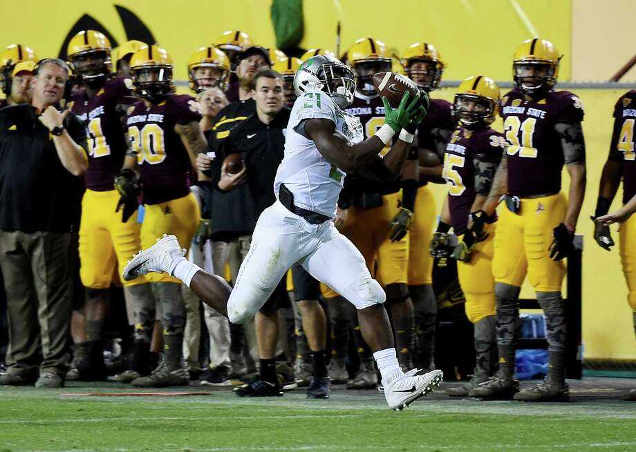 TEMPE, AZ - OCTOBER 29:  Royce Freeman #21 of the Oregon Ducks makes a running catch during the fourth quarter against the Arizona State Sun Devils at Sun Devil Stadium on October 29, 2015 in Tempe, Arizona. Ducks won 61-55. (Photo by Norm Hall/Getty Images) Photo: Norm Hall / Getty Images / 2015 Getty Images