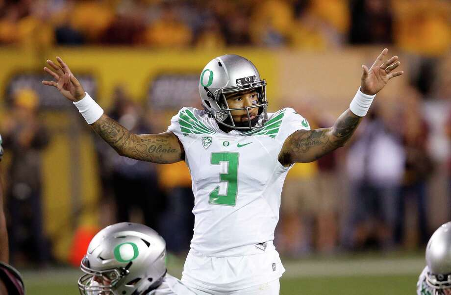 Oregon's Vernon Adams Jr. signals to his teammates during the second half of an NCAA college football game against Arizona State Thursday, Oct. 29, 2015, in Tempe, Ariz.  Oregon defeated Arizona State 61-55 in triple overtime. (AP Photo/Ross D. Franklin) Photo: Ross D. Franklin / Associated Press / AP