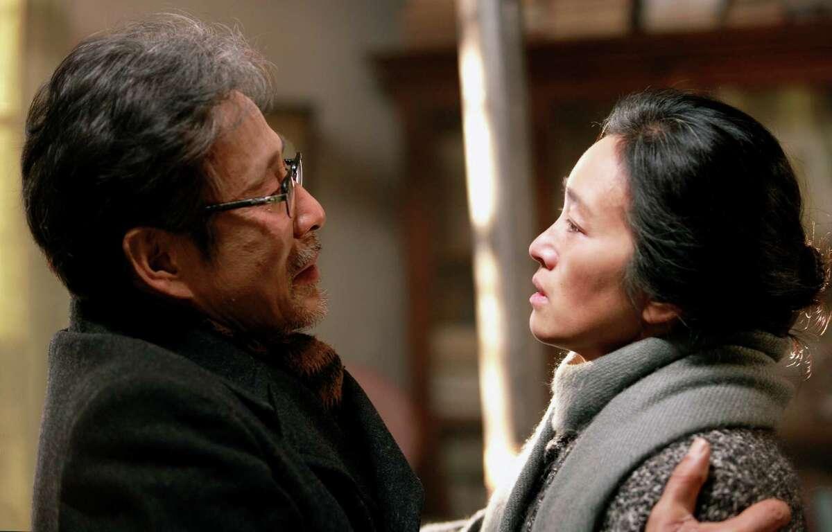 Left to right: Chen Daoming as Lu Yanshi and Gong Li as Feng Wanyu in