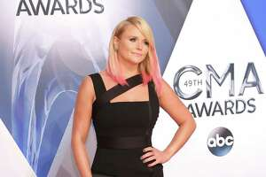 Miranda Lambert reveals how she's dealing with split from Blake - Photo