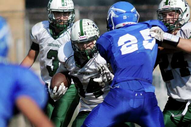 Greenwich's Mike Brandow, center, carries the handoff from quarterback Lukas Whitehouse, left, during their football game against Hoosic Valley on Saturday, Sept. 19, 2015, at Hoosic Valley High in Schaghticoke, N.Y. (Cindy Schultz / Times Union) Photo: Cindy Schultz / 00033404A