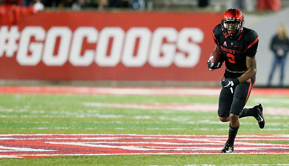 HOUSTON, TX - OCTOBER 31:  William Jackson III #3 of the Houston Cougars returns an interception for a 55 yard touchdown against the Vanderbilt Commodores at TDECU Stadium on October 31, 2015 in Houston, Texas.  (Photo by Bob Levey/Getty Images) Photo: Bob Levey, Stringer / 2015 Getty Images