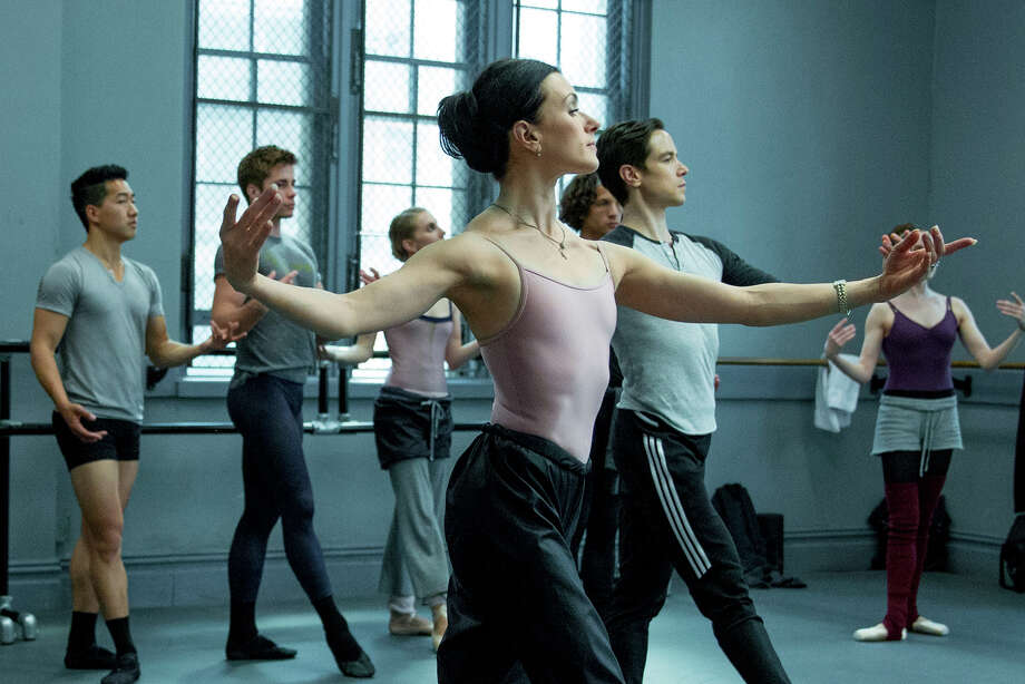 Irina Dvorovenko is Kiira, the secretly drug-addicted prima ballerina in a production that reveals the pain and unyielding physical and mental strain behind the grace and precision onstage. Photo: © 2015 Starz Entertainment, LLC / © 2015 Starz Entertainment, LLC