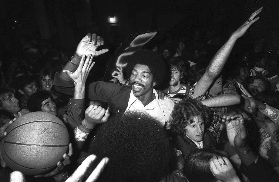 Golden State Warriors greet their fans at the San Francisco airport after winning the NBA title over the Washington Bullets on May 27, 1975. Photo: Terry Schmitt, The Chronicle