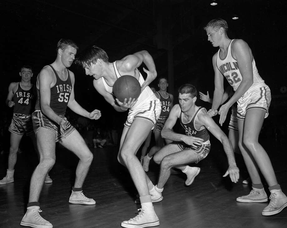 Sacred Heart Cathedral takes on Lincoln High in 1959. Photo: Bob Campbell, The Chronicle