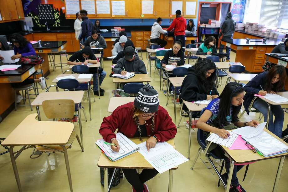 Students work in a chemistry class at Fremont High School in Oakland on Thursday, Nov. 5, 2015. Photo: Gabrielle Lurie, Special To The Chronicle