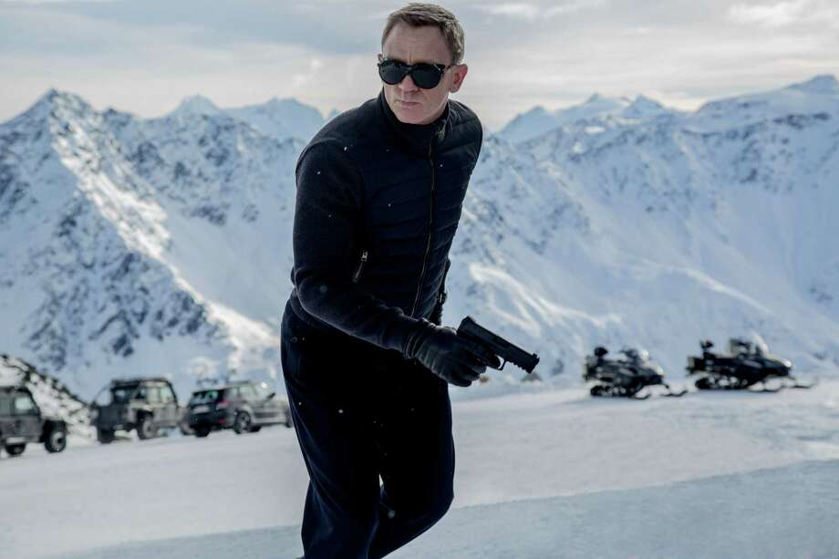 """Daniel Craig stars as James Bond in Metro-Goldwyn-Mayer Pictures/Columbia Pictures/EON Productionsé¢Ã©""""é´ action adventure SPECTRE. Photo: Jonathan Olley, Unit Stills Photographer / SPECTRE © 2015 Metro-Goldwyn-Mayer Studios Inc., Danjaq, LLC and Columbia Pictures Industries, Inc. All rights reserved."""