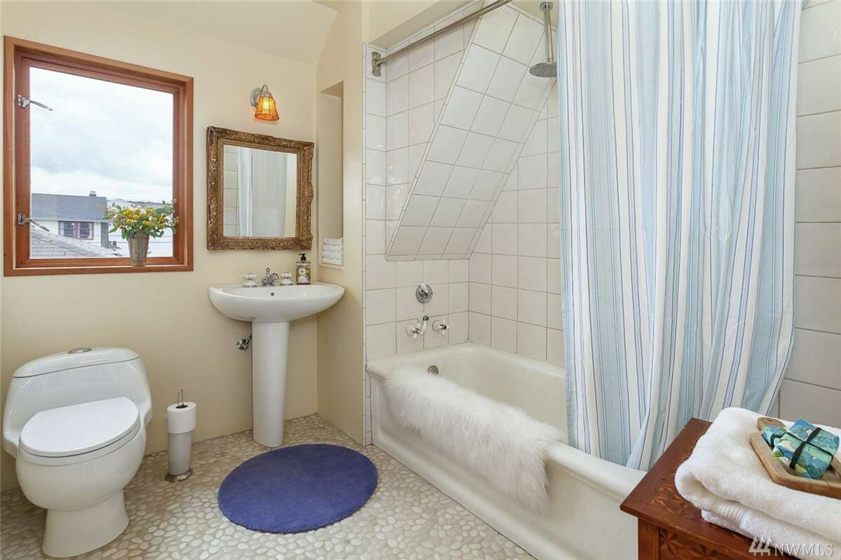A bathroom in 807 24th Ave.