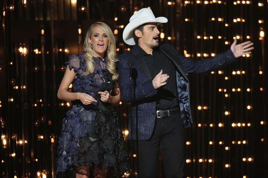 Carrie Underwood and Brad Paisley speak during the 49th annual CMA Awards at the Bridgestone Arena on November 4, 2015 in Nashville, Tennessee. (Photo by Taylor Hill/Getty Images)