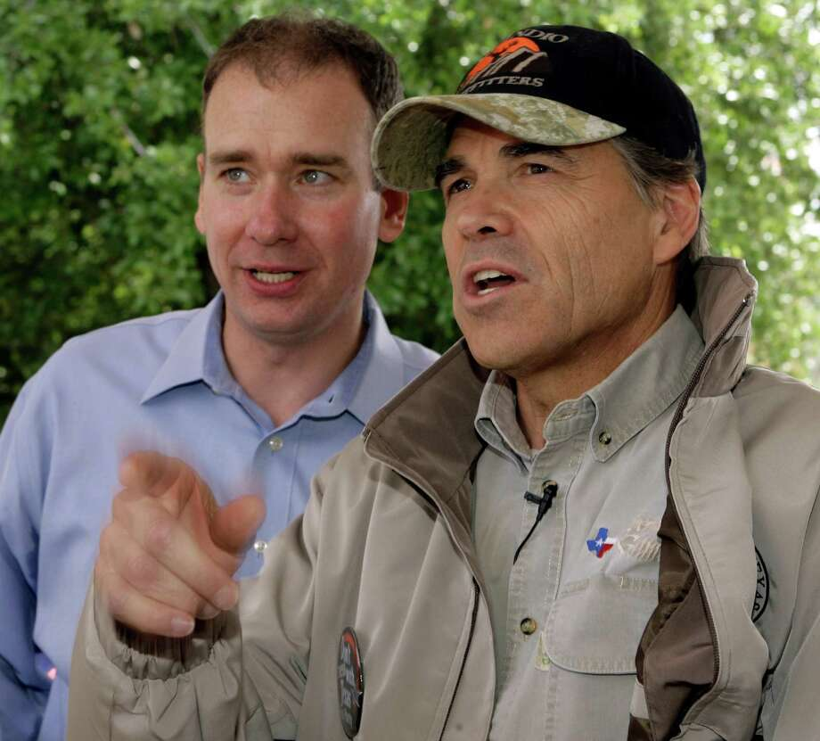 "Gov. Rick Perry, right, talks with Michael Quinn Sullivan, left, before speaking during a ""Don't Mess With Texas"" tea party rally at City Hall Wednesday, April 15, 2009, in Austin, Texas. Sullivan is president of Texans for Fiscal Responsibility.  Protesters gathered at state Capitols and in neighborhoods and town squares across the country Wednesday to kick off a series of tax-day protests designed to echo the rebellion of the Boston Tea Party.  (AP Photo/Harry Cabluck) Photo: Harry Cabluck, STF / AP"