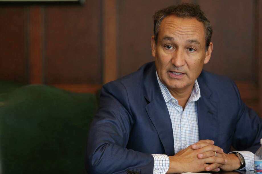 United Airlines CEO Oscar Munoz is focusing on the importance of people -- United customers and employees. (Antonio Perez/Chicago Tribune/TNS) Photo: Antonio Perez, MBR / Chicago Tribune