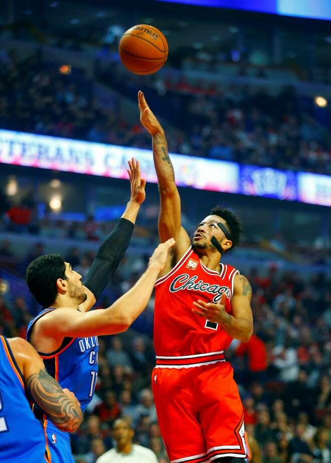 Derrick Rose's late scoring spurt gave the Chicago Bulls the upper hand over slumping Oklahoma City. Photo: Jeff Haynes, Associated Press