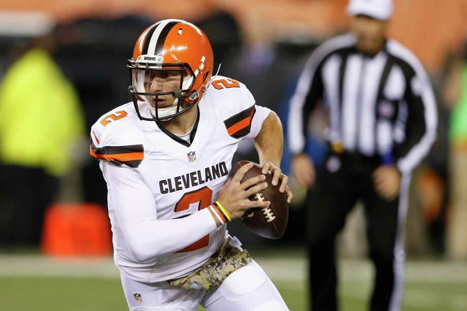 Browns quarterback Johnny Manziel looks to make a play against the Bengals on Thursday. Photo: Gary Landers, FRE / FR171284 AP
