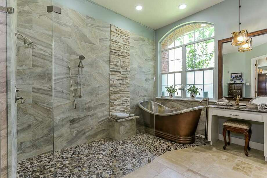 This Bathroom Was Remodeled By Dwr Construction Christy Armstrong