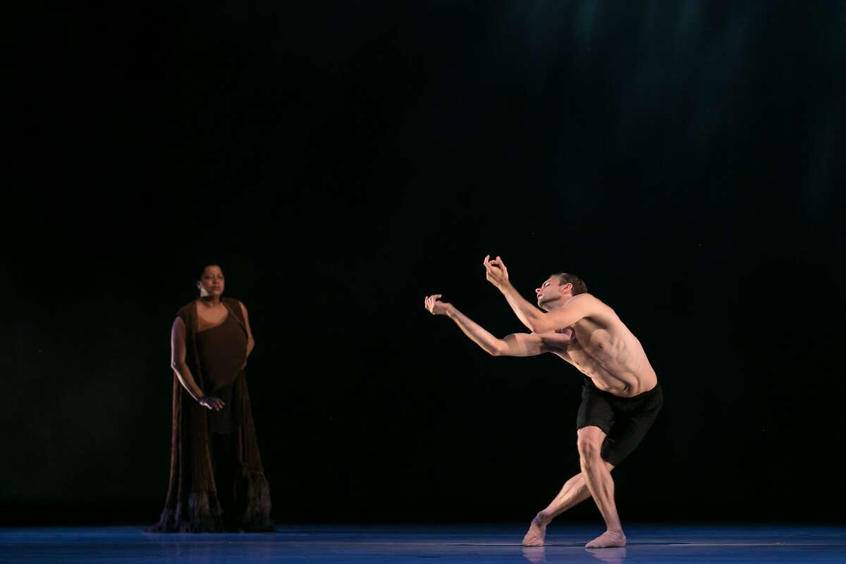 FILENAME: BrettConwayLisaFischer.jpg CREDIT: Alonzo King LINES Ballet dancer Brett Conway performs with singer Lisa Fischer in The Propelled Heart PHOTOGRAPHER: Quinn B. Wharton