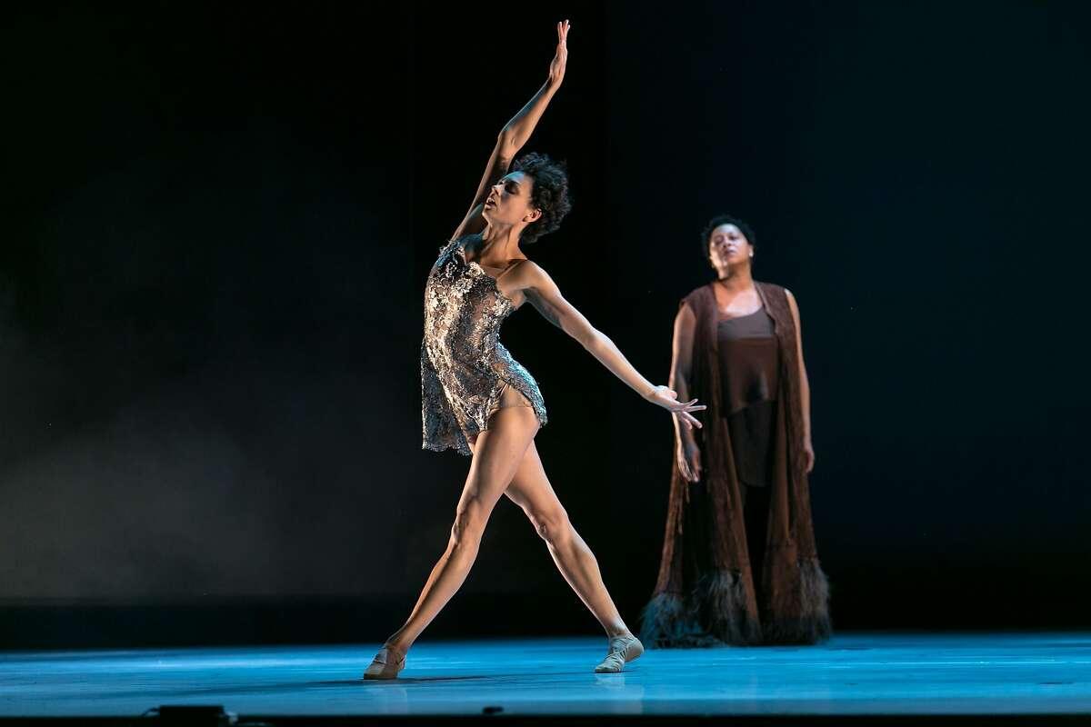 FILENAME: KaraWilkesLisaFischer.jpg CREDIT: Alonzo King LINES Ballet dancer Kara Wilkes performs with singer Lisa Fischer in The Propelled Heart PHOTOGRAPHER: Quinn B. Wharton