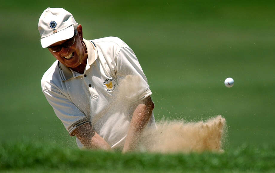 Bob Hullender blasts out of the trap on the par 5 15th at the Quarry Golf Course during the 49th USGA Senior Amateur qualifying round on Aug. 5, 2003. Photo: Bob Owen /San Antonio Express-News / SAN ANTONIO EXPRESS-NEWS