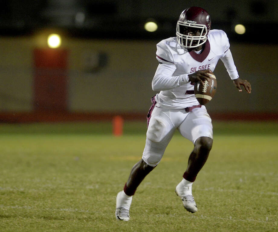 Silsbee's Dontre' Thomas runs the ball against Bridge City during Friday night's match-up at Bridge City.