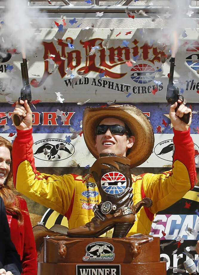 Joey Logano won at Texas Motor Speedway last year; a win Sunday would help his Chase cause. Photo: Mike Stone, Associated Press