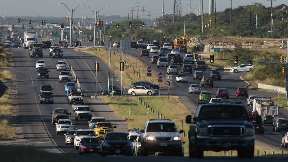 Traffic slows down Friday October 16, 2015 on U.S. Highway 281 north near Evans road. Congestion issues have plagued this area of 281 for years. Photo: John Davenport /San Antonio Express-News / ©San Antonio Express-News